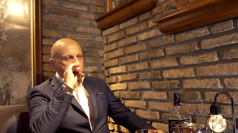 Δίνει ρέστα στην νέα του ερμηνεία ο ηθοποιός Λουκάς Κωνσταντίνου.